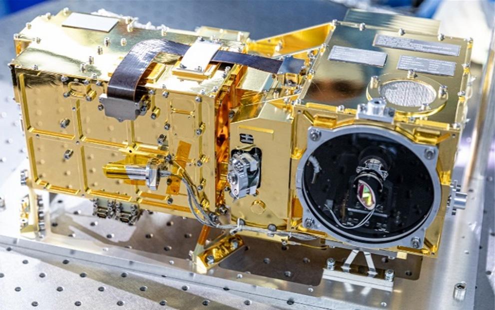 Les miroirs de Winlight System intégrés au modèle de vol SuperCam installés sur le rover par la NASA